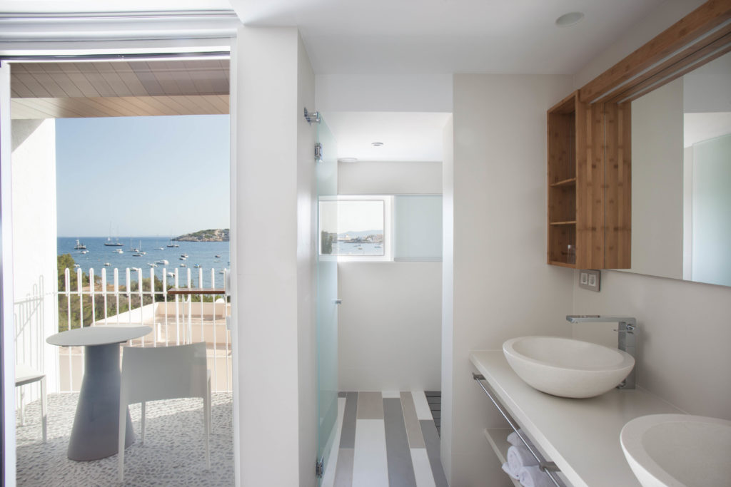od-talamanca_05-rooms_03-deluxe-sea-view-009