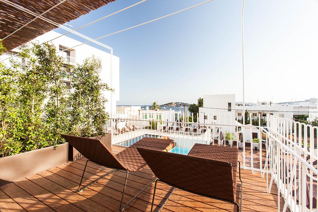 od-talamanca_05-rooms_04-deluxe-terrace-001