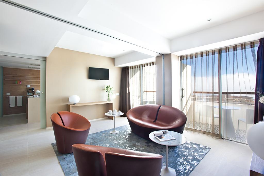 od_port_portals_family room deluxe salon
